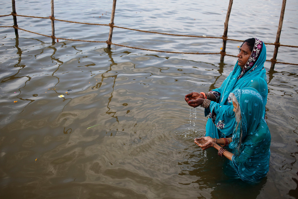 """. Hindu devotees offer prayers at \""""Sangam,\"""" the confluence of rivers of Ganges and Yamuna during the \""""Shivaratri\"""" festival in Allahabad, India, Thursday, Feb. 27, 2014.  (AP Photo/Rajesh Kumar Singh)"""
