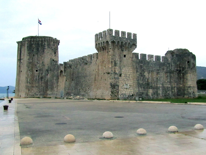 Harbor fort