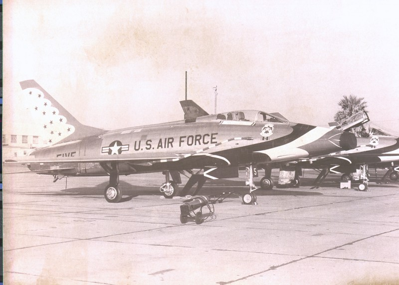 Thunderbirds F-100D 05-20-1967_bw