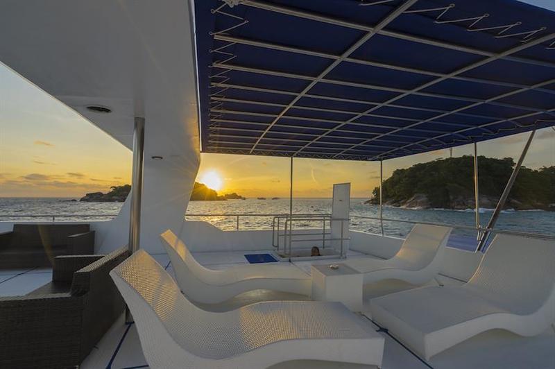 Sun Deck Lounge.jpg