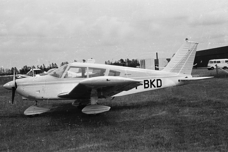 OY-BKD-PiperPA-28-180CherokeeD-Private-EKBI-1971-SHN40-07-KBVPCollection.jpg