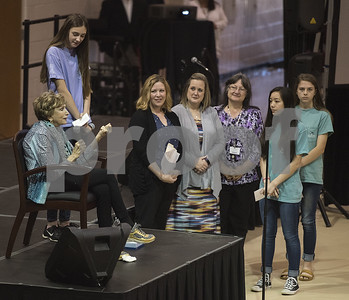 holocaust-survivor-edith-eger-spreads-message-of-hope-and-encouragement-with-whitehouse-junior-high-school-students
