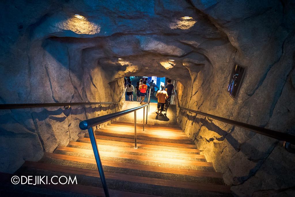 Underwater World Singapore - Stairs to Mid Foyer