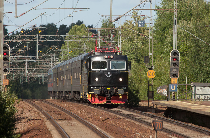 SJ Rc6 1415 with a train formed of conventional stock in Flemingsberg.