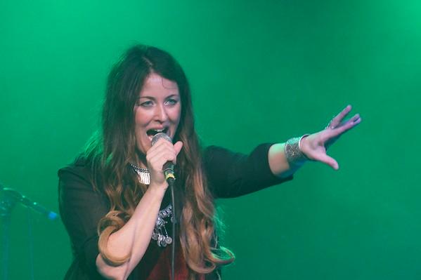 """Anne-Marie Helder sings """"I Am A Cat"""""""