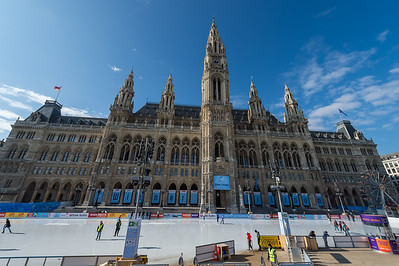 2017-02-20 Ice Scating at the Rathaus