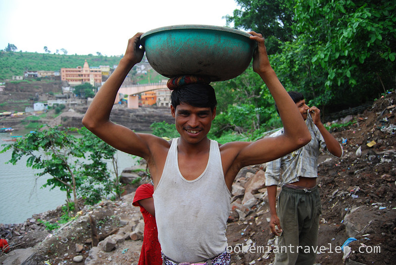 workers in Omkareshwar.jpg