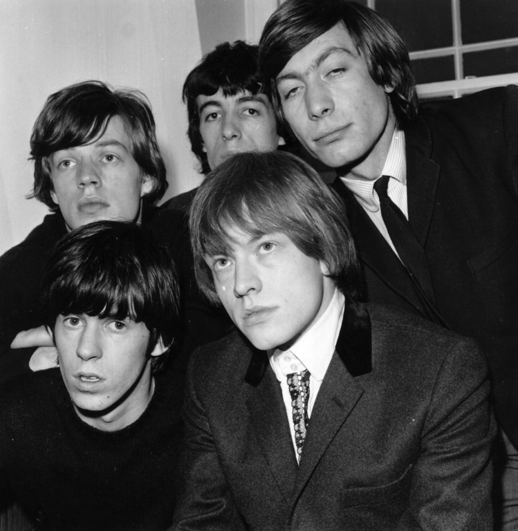 . British rhythm and blues pop group the Rolling Stones, from left to right, back row; Mick Jagger, Bill Wyman, Charlie Watts, front; Keith Richards and Brian Jones (1942 - 1969). 1964 (Photo by Evening Standard/Getty Images)