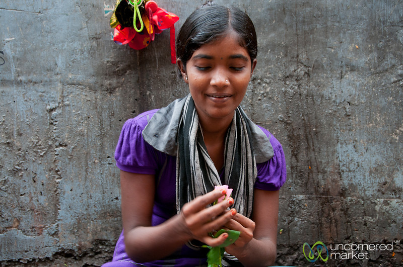 Dadar Flower Market, Fixing a Rose - Mumbai, India