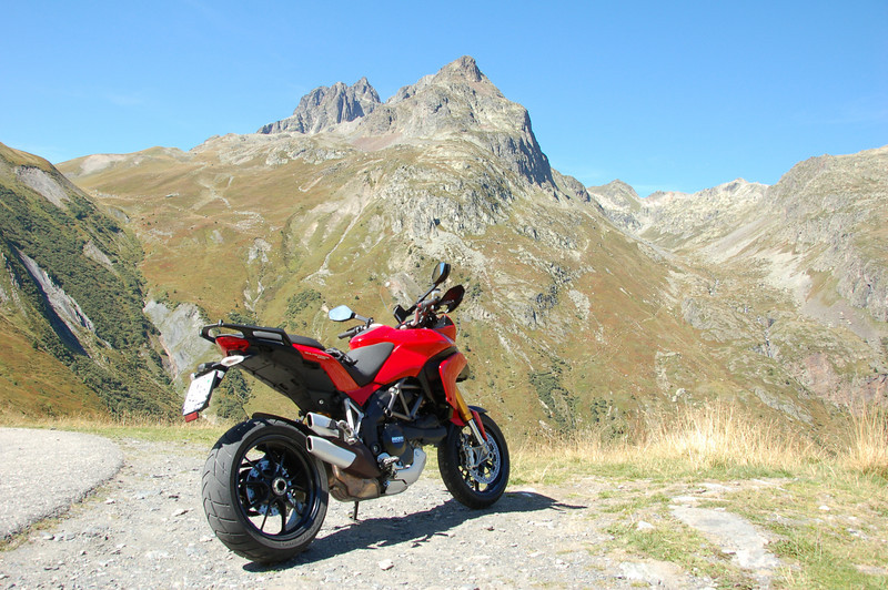 Not too far to travel for Swiss Multistrada 1200 rider Pierre........lucky bugger! :D Mont Blanc ( Monte Bianco) the highest mountain in the Alps located between the regions of Aosta Valley, Italy, and Haute-Savoie, France.