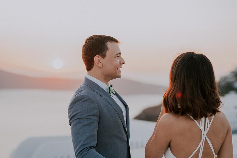 Tu-Nguyen-Destination-Wedding-Photographer-Santorini-Elopement-Alex-Diana-169.jpg