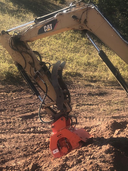 NPK C4C compactor with single backfill blade on Cat miniexcavator - Rish customer 09-2019 (28).jpg