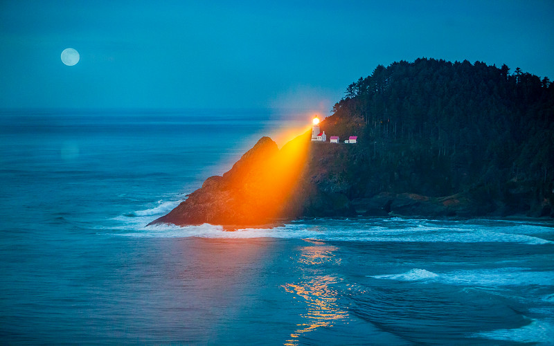 114.Ernest Shook.1.Heceta Head Lighthouse.jpg