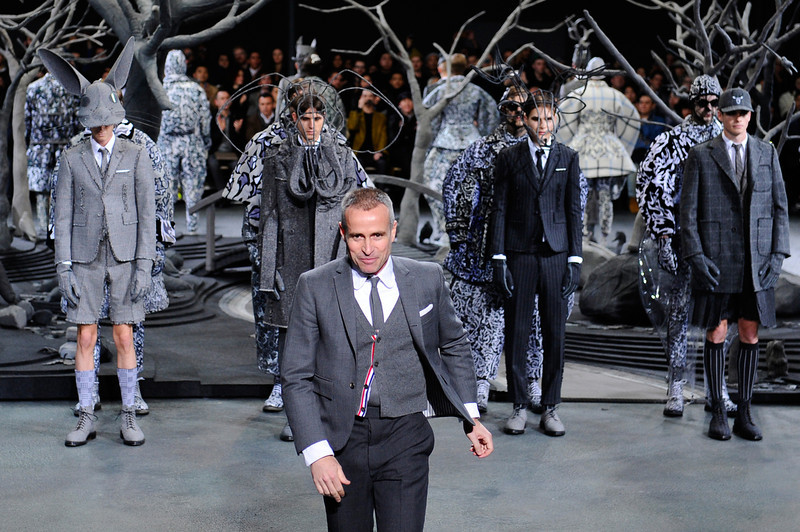 . American fashion designer Thom Browne, foreground, acknowledges applause following the presentation of his men\'s Fall-Winter 2014-2015 fashion collection, Sunday, Jan. 19, 2014 in Paris. (AP Photo/Zacharie Scheurer)