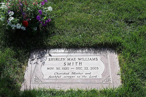 Mom's Grave Site Memorial Day 2008