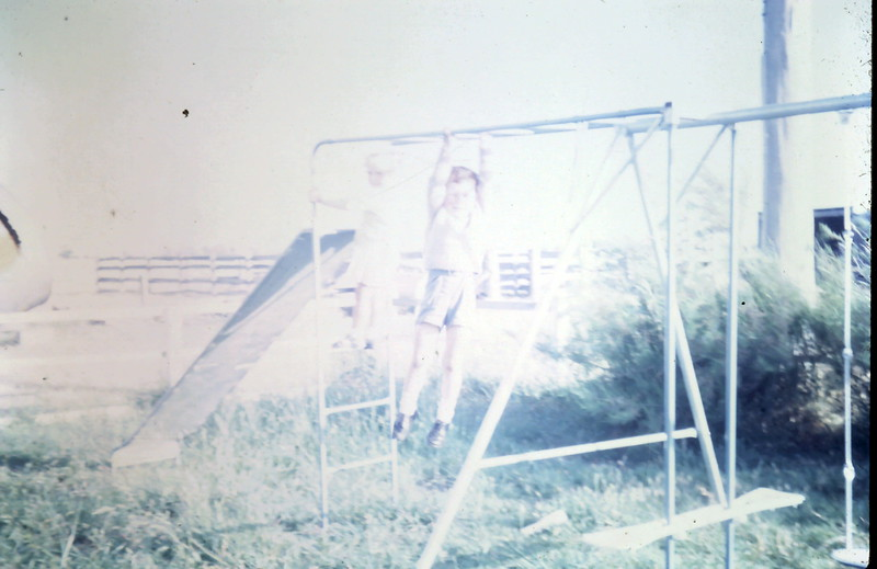 1967-11 (10) Susan 2 yrs 4 mths, David 3 yrs 11 mths.JPG
