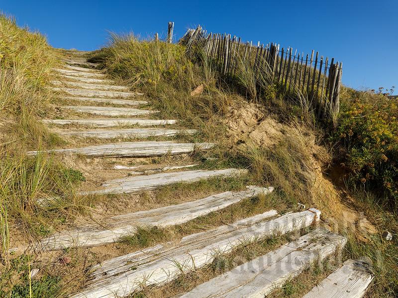 16B-04-01- Holztreppe in den Dünen