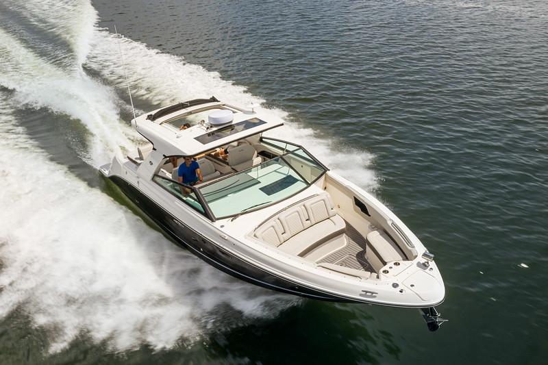 2021-SLX-400-SLX400-running-starboard-bow-three-quarter-01327-2.jpg