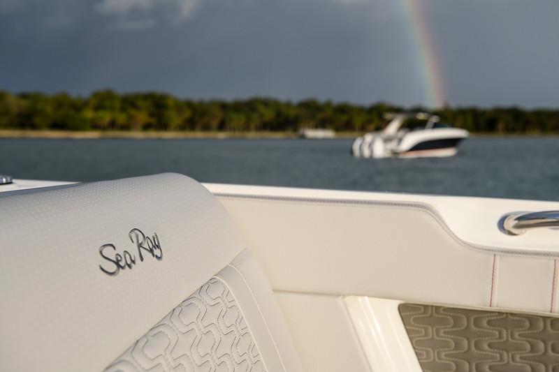 2020-SLX-R-400-e-Outboard-distant-rainbow-01.jpg