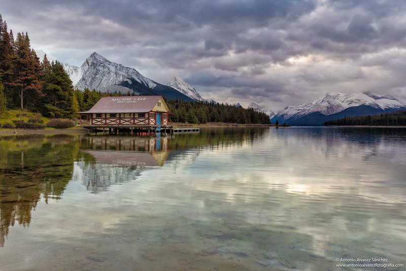 Amanecer en el lago Maligne / Sunrise in lake Maligne