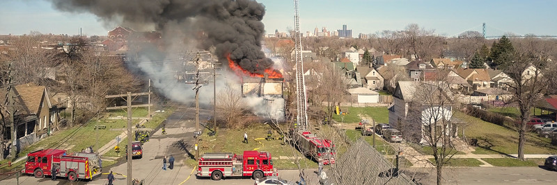 Aerial Views of Military St. & Cadet St. Apartment Bldg. Fire (Detroit, MI) 4/8/17