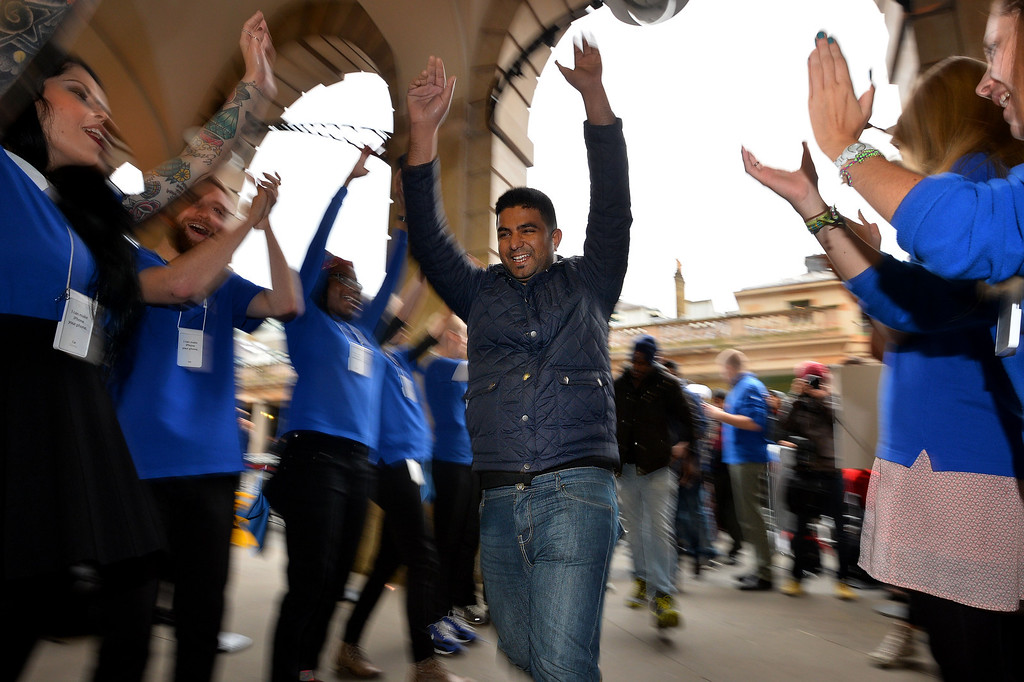. Customers are cheered on by Apple staff as they enter the Apple store ahead of the iPhone 5S and 5C going on sale in central London on September 20, 2013.   Apple\'s eagerly-awaited iPhone 5S and 5C went of sale in London at 8am. AFP PHOTO / BEN STANSALL/AFP/Getty Images