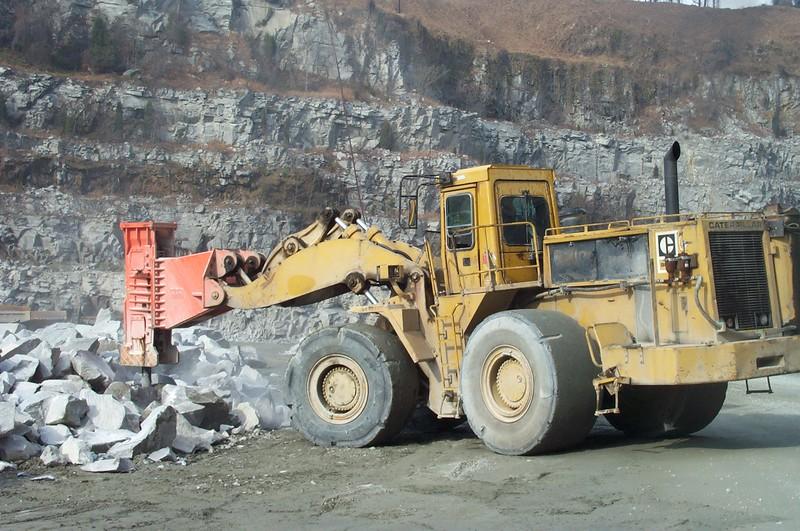 NPK E225 hydraulic hammer on Cat wheel loader (8).JPG