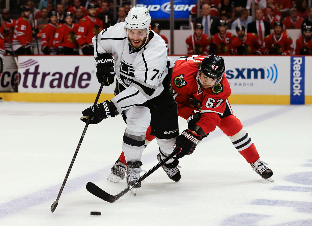 . Los Angeles Kings center Dwight King (74) vies for the puck against Chicago Blackhawks center Michael Frolik (67) during the third period of Game 1 of the NHL hockey Stanley Cup Western Conference finals, Saturday, June 1, 2013, in Chicago. Chicago won 2-1. (AP Photo/Nam Y. Huh)