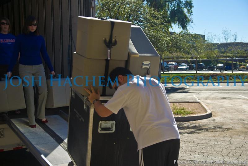 12.29.2008 Unloading the Truck (20).jpg
