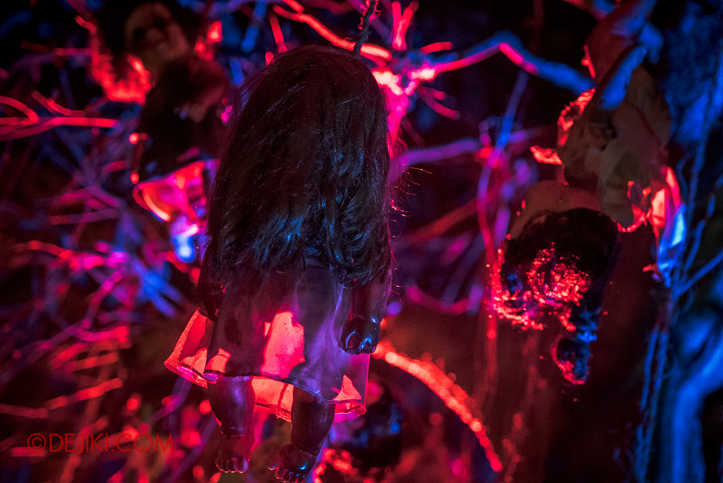 Halloween Horror Nights 6 - Suicide Forest scare zone / The creepy dolls