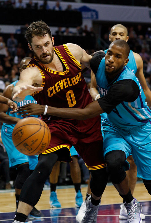 . Cleveland Cavaliers forward Kevin Love, left, andCharlotte Hornets forward Michael Kidd-Gilchrist fight for a loose ball in the second half of an NBA basketball game in Charlotte, N.C., Saturday, Dec. 31, 2016. Cleveland won 121-109. (AP Photo/Nell Redmond)