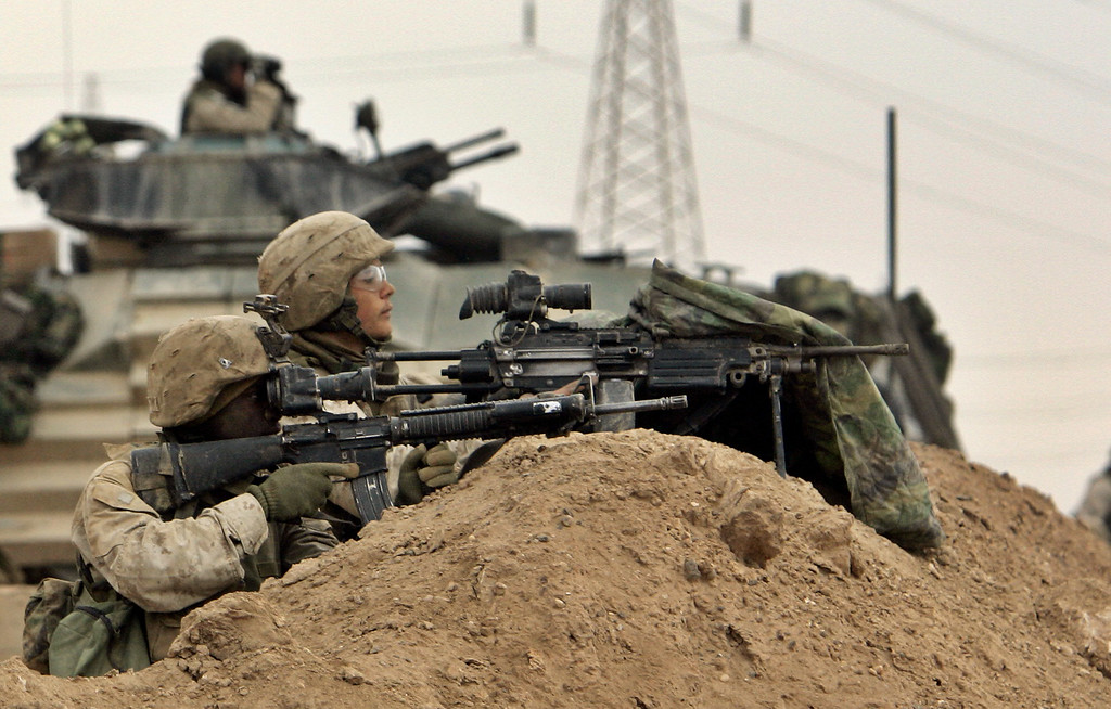 . US Marines of the 1st Division take position on the outskirts of Fallujah, Iraq, Monday, Nov. 8, 2004. (AP Photo/Anja Niedringhaus)