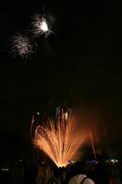 2007_1102putneyfireworks057_edited-1.JPG