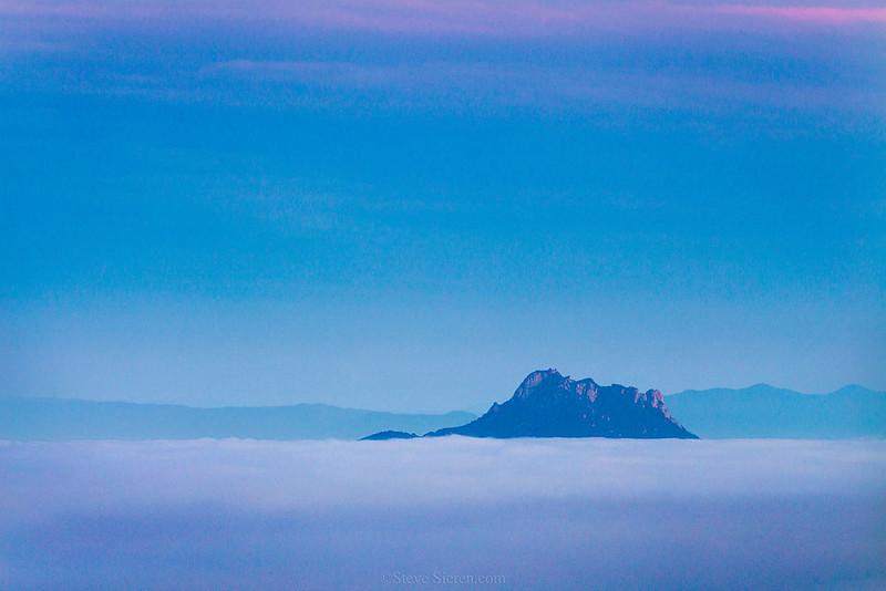 Holister_Peak_Island_Fog_Dawn_San_Luis_Obispo_MG_2014.jpg