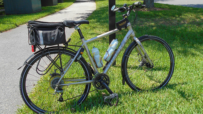 Trek X600 Navigator hybrid on bike path