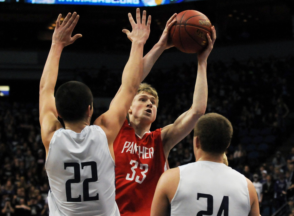 . Lakeville North\'s JP Macura tries to score over Buffalo\'s Collin Olmscheid, left, and Andrew Iverson in the second half.   (Pioneer Press: Scott Takushi)