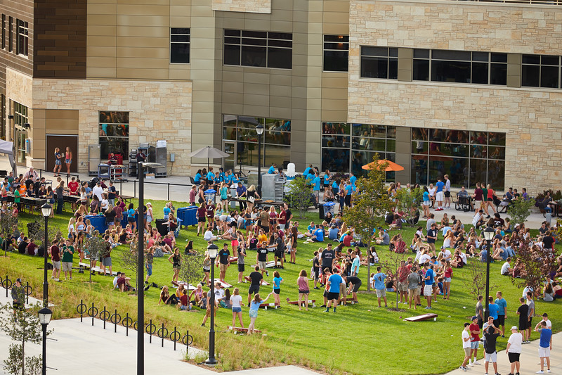 2018 UWL Fall Students Picnic Student Union Lawn 0024.jpg