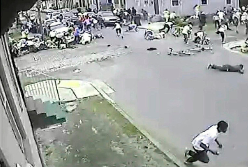 . A still image taken from security camera video released by the New Orleans Police Department (NOPD) shows a gunman (bottom R) running away after shooting into a crowd gathered for a Mother\'s Day second line parade in New Orleans, Louisiana May 12, 2013. Police continued their search on Monday for the gunman, who wounded 19 people, including two children.     REUTERS/NOPD8th/Handout via Reuters