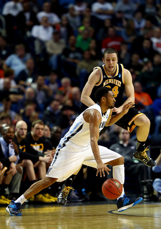 . BUFFALO, NY - MARCH 20:  Darrun Hilliard II #4 of the Villanova Wildcats goes to the basket as Austin Arians #34 of the Milwaukee Panthers defend during the second round of the 2014 NCAA Men\'s Basketball Tournament at the First Niagara Center on March 20, 2014 in Buffalo, New York.  (Photo by Elsa/Getty Images)