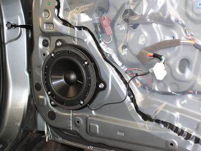 2011 Nissan Versa S HB Front Speaker Installation