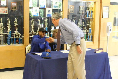 Senior Athletic Signing