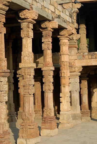 qutob minar temple columns.jpg