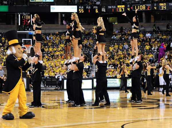 Cheerleaders 02.jpg