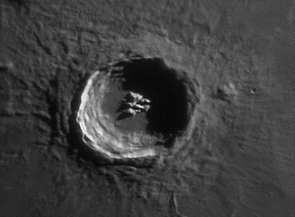 These 5 photos were taken by Mike Salway he lives in the land down under.  Crater Aristillus