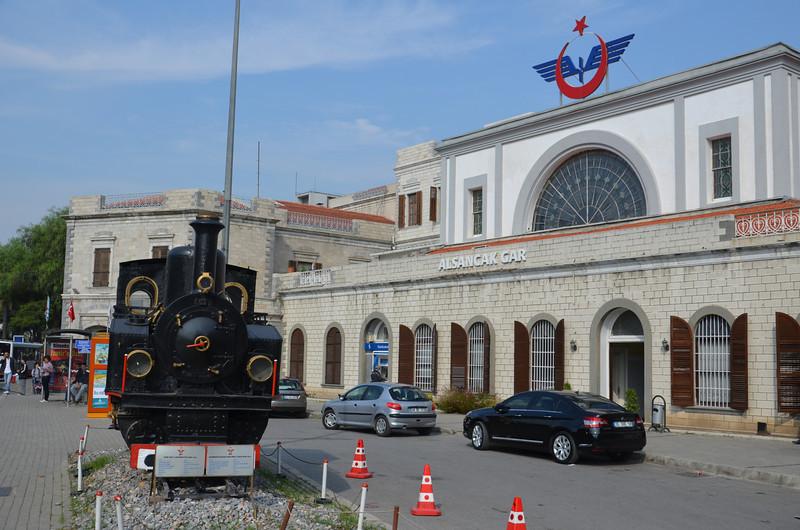 DSC_1923-alsancak-train-station.JPG