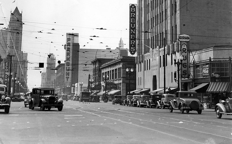 . The Paramount Theatre\'s 10-story sign looms above Broadway in Oakland in 1936. (Bay Area News Group Staff Archives)