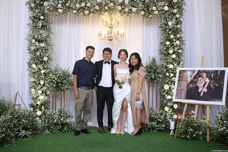 Vy-Cuong-wedding-instant-print-photo-booth-in-Bien-Hoa-Chup-hinh-lay-lien-Tiec-cuoi-tai-Bien-Hoa-WefieBox-Photobooth-Vietnam-098.jpg