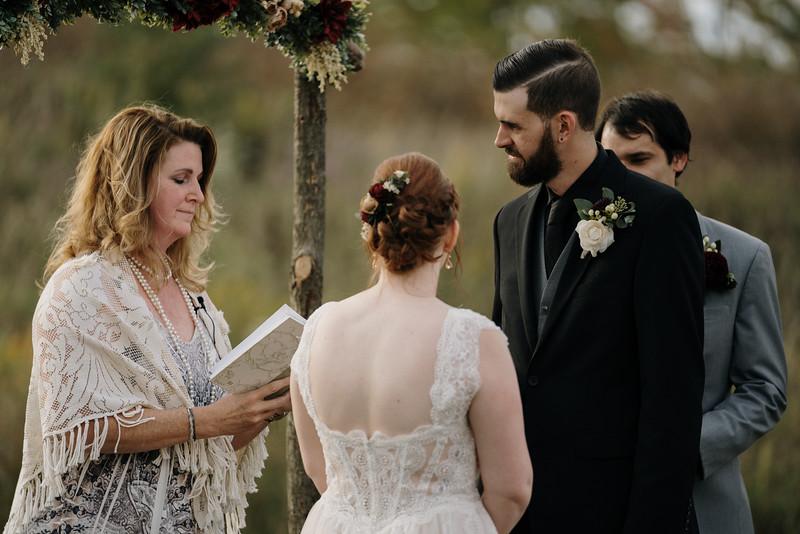 rustic_ohio__fall_barn_wedding-226.jpg