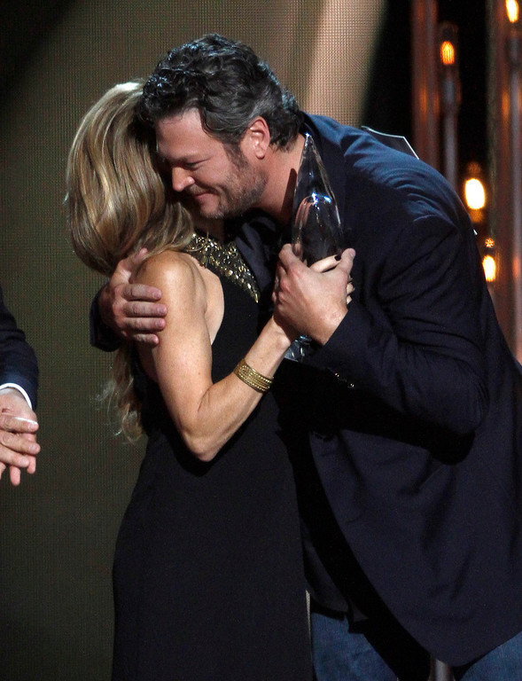 . Sheryl Crow, left, presents the award for album of the year to Blake Shelton at the 47th annual CMA Awards at Bridgestone Arena on Wednesday, Nov. 6, 2013, in Nashville, Tenn. (Photo by Wade Payne/Invision/AP)