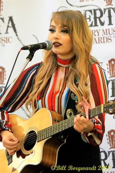 Krissy Fenniak - Fan Fest - ACMA 2018 0767.jpg